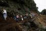 Des habitants de Casa Mata (Costa Rica) fuyant les inondations après l'ouraganNate, le 6 octobre.