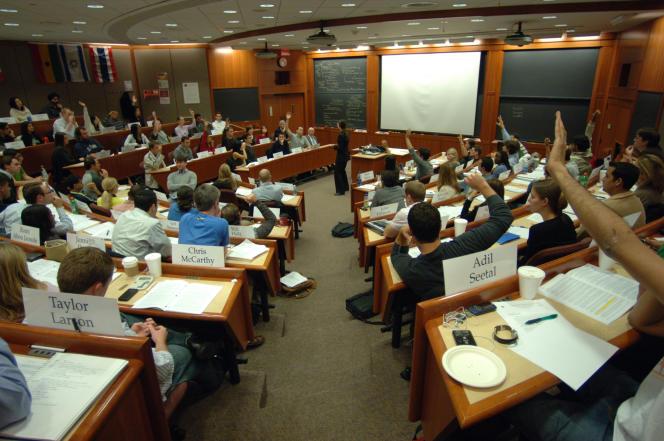 Une business school à Harvard (Etats-Unis). Un modèle qui gagne les masters universitaires et les grandes écoles du monde entier.