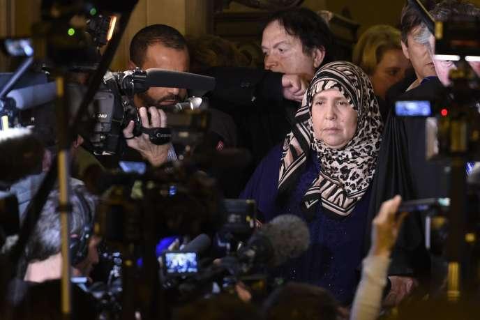 La mère de Mohamed Legouad, militaire tué à Montauban par Mohamed Merah en 2012, au Palais de justice de Paris, le 2 novembre.