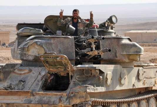 Un soldat de l'armée gouvernementale syrienne, à Deir ez-Zor, le 2 novembre.