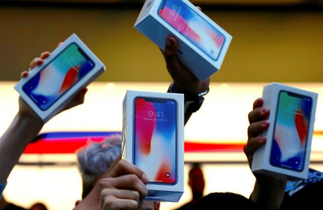 Les premières ventes de l'iPhone X, à Sydney, en Australie, le 3 novembre, lors de son lancement mondial.