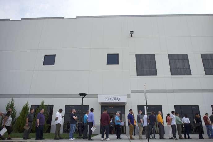 «La croissance de l'emploi concerne surtout les professions à niveau de compétence soit élevé, soit faible, aux dépens de celles de niveau intermédiaire» (Photo: chômeurs postulant à un emploi, à Robbinsville, le 1er août).