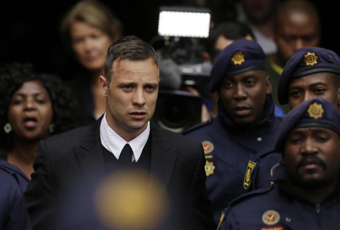 L'athlète paralympique sud-africain Oscar Pistorius lors de son procès en appel pour le meurtre de Reeva Steenkamp, le 14 juin 2016, à Pretoria.