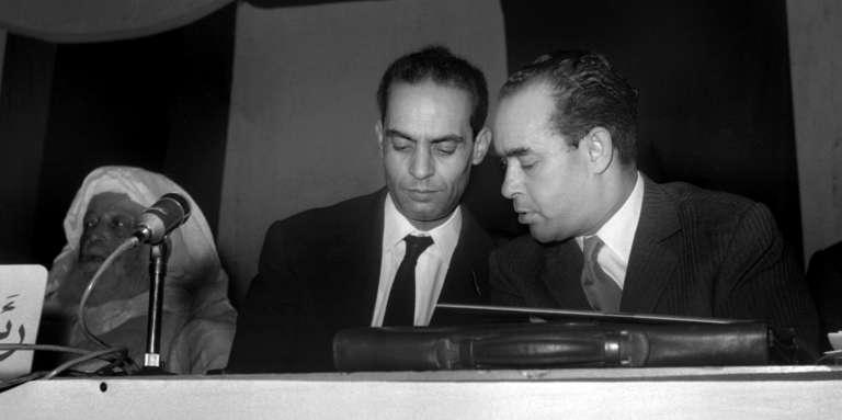 Mehdi Ben Barka (à droite) lors d'un congrès de l'Union nationale des forces populaires (UNFP) le 25 mai 1962, à Casablanca.
