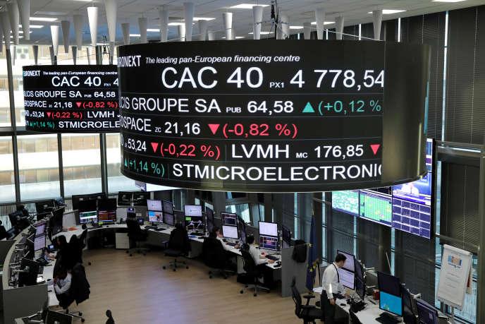 Affichage des valeurs du CAC 40, à la Défense près de Paris, en décembre 2016.