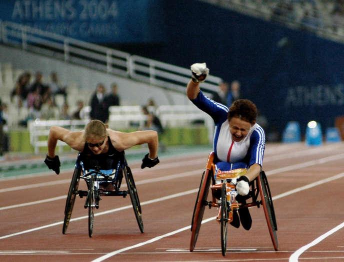 Onze fois championne paralympique, Tanni Grey-Thompson (ici lors des JO d'Athènes) a dénoncé les dérives du système de classification des athlètes paralympiques.
