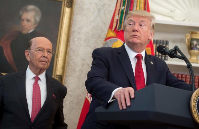 Wilbur Ross, le secrétaire d'Etat au commerce, et Donald Trump, à la Maison Blanche, le 4 octobre.