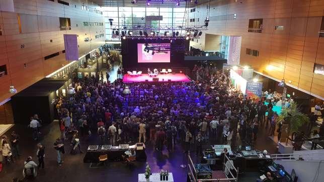 Lors d'une conférence de Pierre Bordage aux Utopiales, à la Cité des congrès de Nantes.