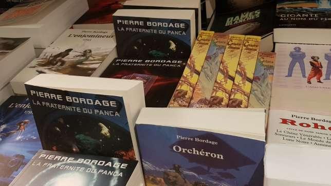 Pierre Bordage vient de publier le premier volumede sa saga Arkane et a remporté le « prix Extraordinaire » du festival des Utopiales.