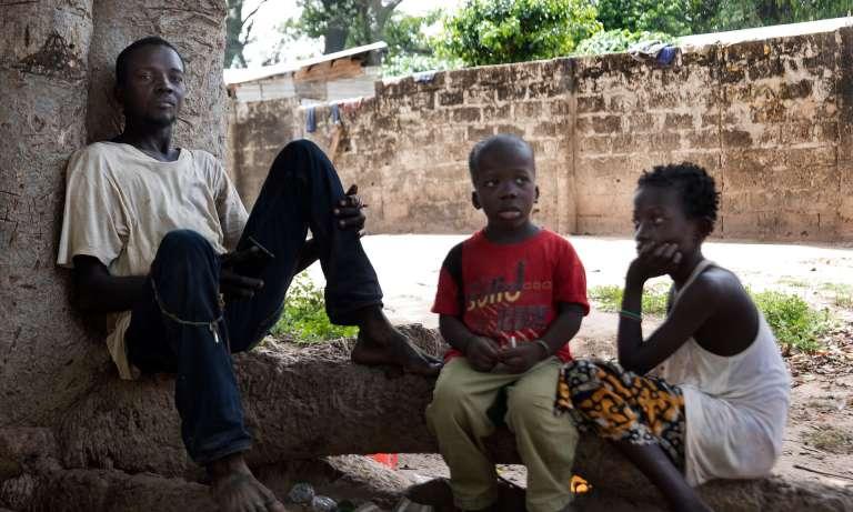 Ebrima Danso, frère de Sleiman qui est mort sur la route vers l'Europe, est un cultivateur de melon de Sabaa, un village à l'intérieur de la Gambie.
