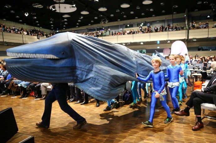 Une marche d'enfants avant l'ouverture de la COP23 ce lundi à Bonn, en Allemagne. Face aux enjeux environnementaux, la refonte des programmes dans les écoles d'ingénieurs est en marche.