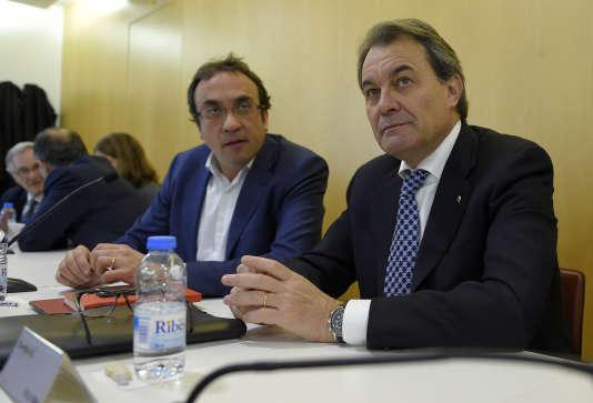 L'ancien ministre régional du territoire, Josep Rull (à gauche).