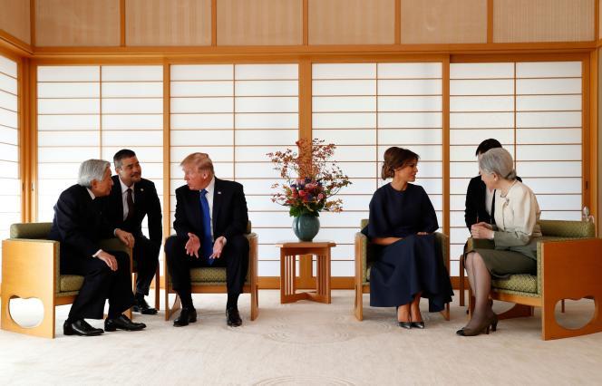 L'empereur et l'impératrice du Japon reçoivent Donald et Melania Trump au Palais impérial, à Tokyo, le 6 novembre.