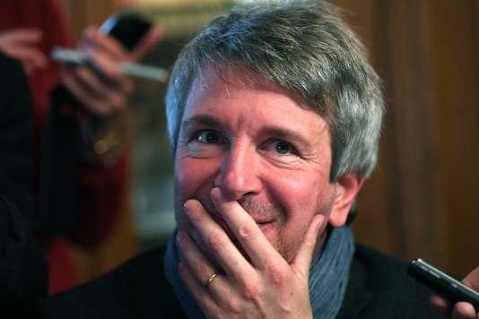 Eric Vuillard lors de l'annonce de son prix Goncourt, au restaurant Drouant, à Paris, le 6 novembre.