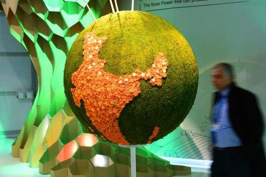 La maquette de la Terre exposée au pavillon de l'Inde, le 6 novembre 2017, lors de la Conférence COP23 des Nations unies sur les changements climatiques, à Bonn.