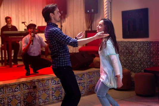 Mehdi Ramdani (Djalil) et Hania Amar (Aïcha), dans le film «En attendant les hirondelles», réalisé parKarim Moussaoui.