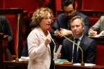 French Labour Minister Muriel Pénicaud speaks during a session of questions to the government on November 7, 2017 at the National Assembly in Paris. / AFP / FRANCOIS GUILLOT