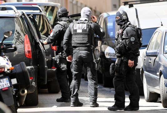 Des membres du RAID, unité d'élite de la police nationale, à Marseille, le 18avril 2017.
