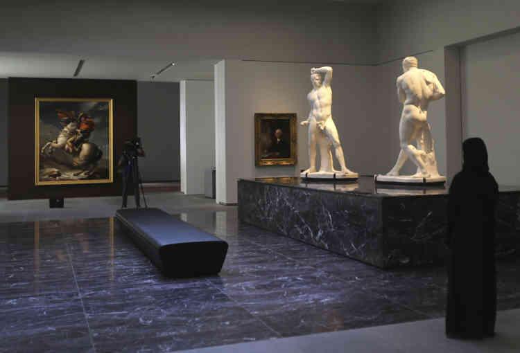 Contrairement à d'autres musées dont le parcours propose un classement par styles ou par civilisations, le Louvre Abu Dhabi met en lumière les thèmes universels.