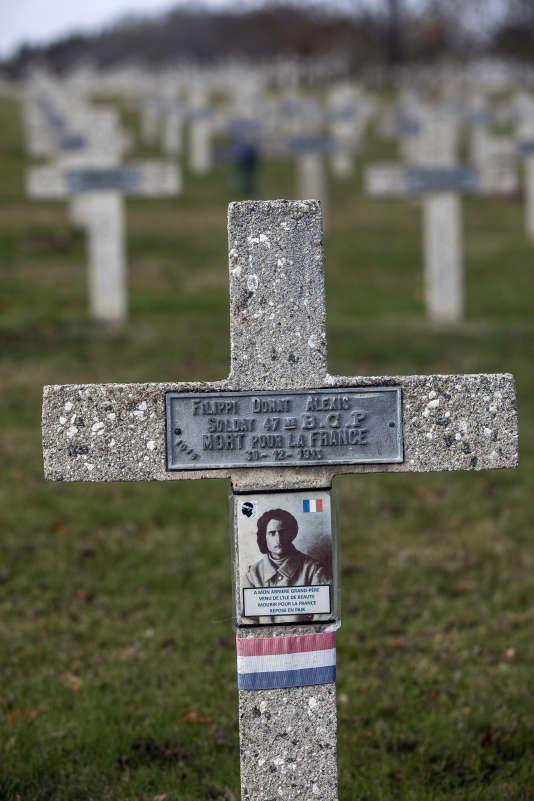 Photo : La tombe du soldat Donat Alexis Filippi, né en 1888 dans la commune corse de Sotta et mort pour la France au Hartmannswillerkopf le 30décembre 1915.