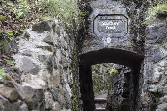 «C'est sur l'éperon rocheux vosgien du Hartmannswillerkopf–que se disputèrent lors d'âpres combats en 1915les poilus et les Feldgrauen– que les présidents français et allemand devaient célébrer l'amitié franco-allemande, vendredi 10novembre».(Photo : Un tunnel allemand sur le champ de bataille duHartmannswillerkopf, dans les Vosges, le jeudi 2novembre).