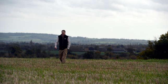 Edward Ford, agriculteur, utilise du glyphosate sur son exploitation de Brentwood (Angleterre). En novembre 2017.