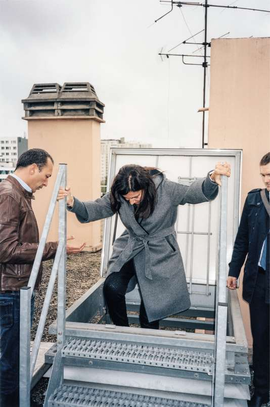 Anne Hidalgo sur une tour du 13earrondissement pour adimirer uneœuvre de street art, le 10octobre.