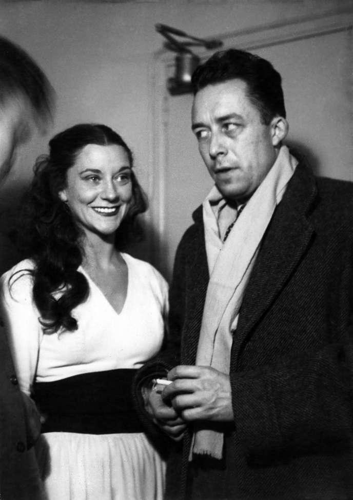 Maria Casarès et Albert Camus au Théâtre Marigny à Paris en 1948.