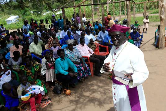 Un prêtre sud-soudanais a rassemblé ses concitoyens à l'occasion d'une prière, dans le camp dePalorinya, le 29 octobre 2017.