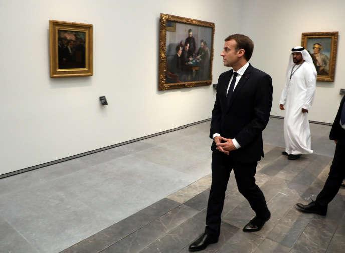 Emmanuel Macron visite le musée du Louvre Abou Dhabi, le 8 novembre 2017.