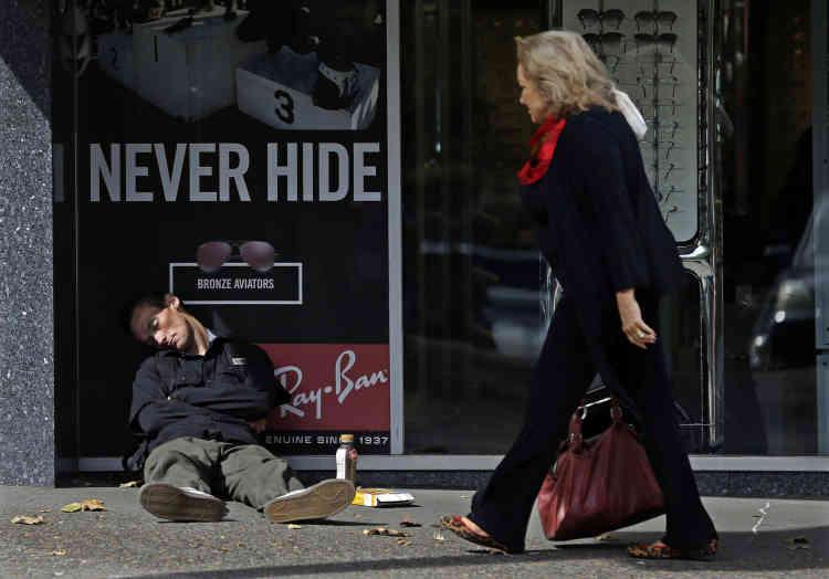 Dans le centre-ville de Portland, Oregon, le 20 septembre. Le nombre croissant de sans-abri dans la côte ouest des Etats-Unis expose la pauvreté extrême et les malades mentaux à la vue de tous comme jamais auparavant.
