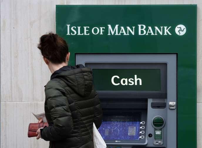 Un distributeur de la banque de l'île de Man, le 8 novembre 2017.