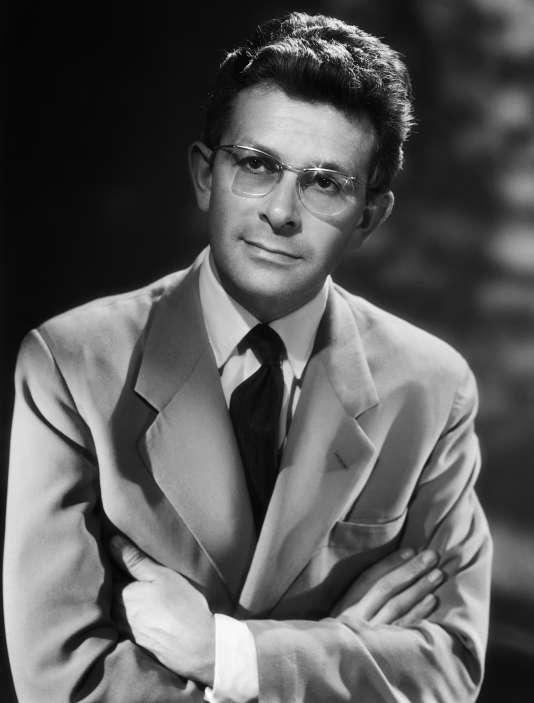 L'écrivain, journaliste et conseiller littéraire, Roger Grenier dans les années 1960.
