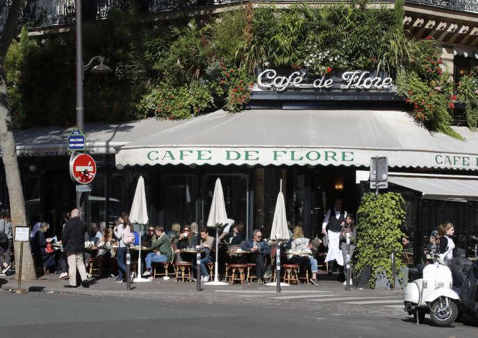 Le café de Flore, dans le quartier de Saint-Germain-des-Prés à Paris, où a lieu la remise du prix littéraire du même nom.
