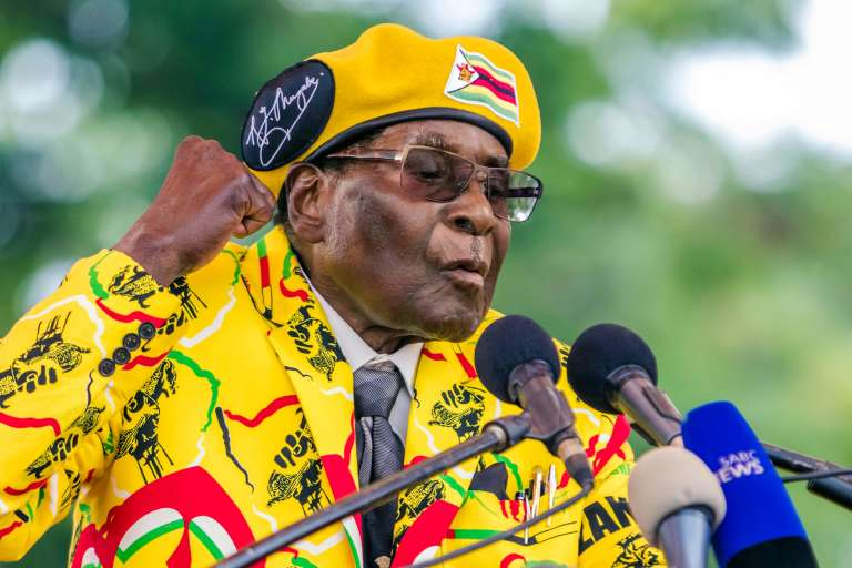 Robert Mugabe a cherché à rassurer à propos de sa santé après plusieurs voyages à Singapour cette année pour raisons de santé.