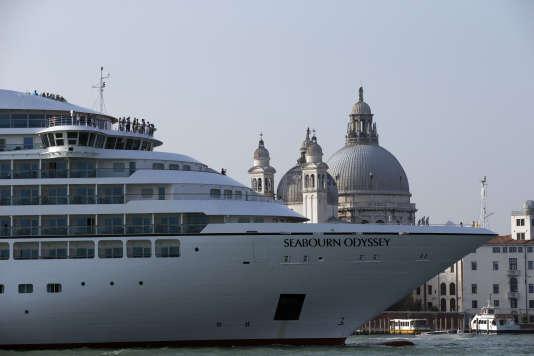 Dans le canal de la Giudecca, à Venise, le 8 novembre.