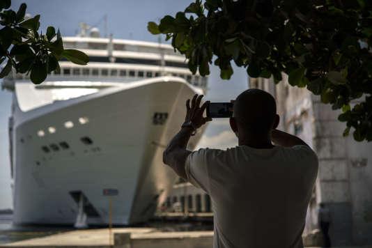 Les mesures détaillées mercredi confirment aussi une application plus stricte des restrictions des autorisations pour les voyages «culturels» vers l'île communiste, un motif souvent invoqué pour faire du tourisme.