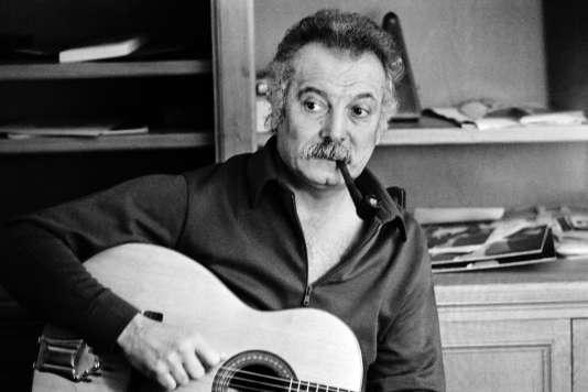 Georges Brassens chez lui, le 9 octobre 1972, à Paris.