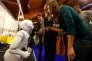 « La réunion de la puissance des programmes informatiques et de la disponibilité des milliards de données de nos concitoyens interroge ce que sera et ce que fera l'Etat demain.» (Photo : Des visiteuses du salon Riga Comm 2017 dialoguent avec le robot humanoïde Pepper, à Riga (Lettonie), le 9 novembre).