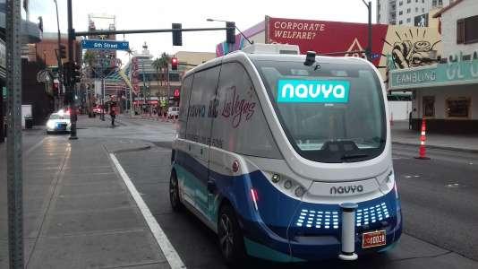 La navette Arma dans les rues de Las Vegas. Le véhicule autonome est entré en collision avec un camion de livraison au premier jour de sa mise en service mercredi8novembre2017.
