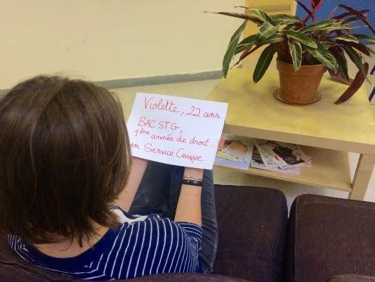 Violette, 22 ans, témoigne de ses années de fac et de service civique.