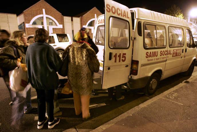 Des femmes sans-abri prises en charge par le Samu social à Lille.