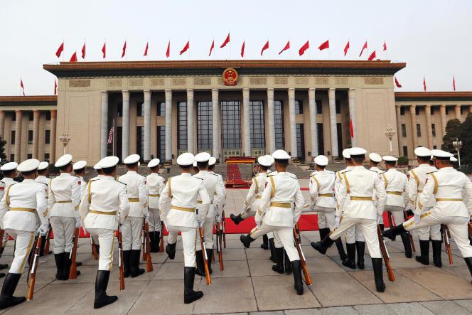 Des membres de la garde d'honneur se préparent à l'arrivée de Donald Trump, à Pékin, le 9 novembre.
