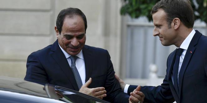 Le président égyptien, Abdel Fattah Al-Sissi, avec son homologue français, Emmanuel Macron, à l'Elysée, à Paris, le 24octobre 2017.