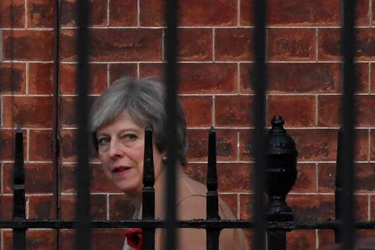 La première ministre Theresa May quittant le 10 Downing Street à London, le 9novembre.