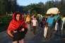 Des Rohingya entrent au Bangladesh, le 9 novembre.