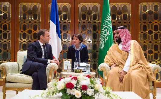 Le prince héritier d'Arabie saouditeMohamed Ben Salman et le président français Emmanuel Macron lors de la visite de ce dernier à Riyad, le 9 novembre.