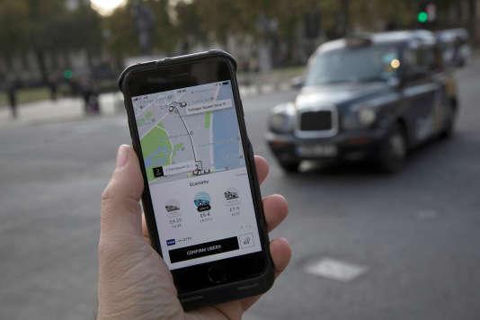 Uber a annoncé le 12 novembre avoir conclu un accord pour vendre une participation dans son capital au japonais Softbank.