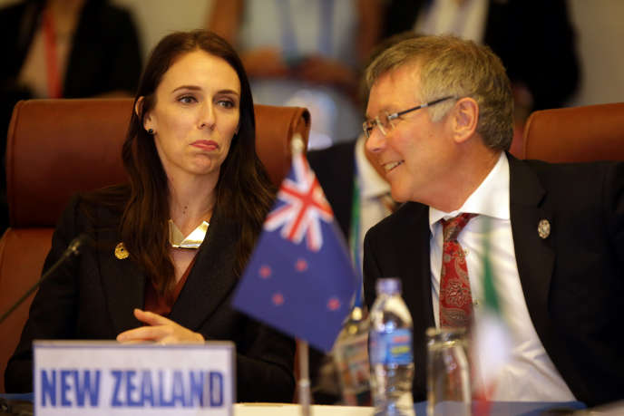 La première ministre de Nouvelle-Zélande, Jacinda Ardern, et son ministre des exportations lors des discussions sur le TPP, David Parker, le 10 novembre au Vietnam.