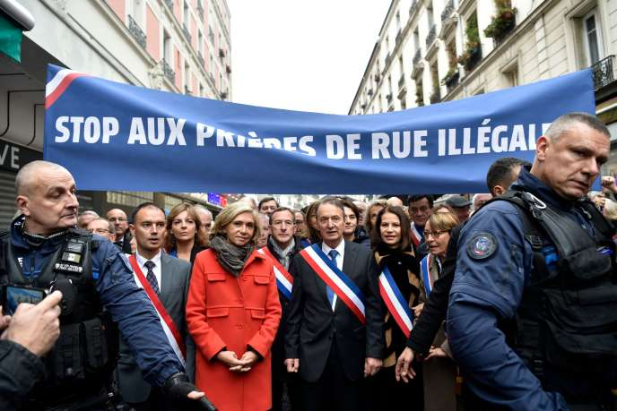 Le maire de Clichy, Rémi Muzeau et la présidente de région, Valérie Pécresse ont manifesté contre les prières de rues à Clichy, le 10 novembre.